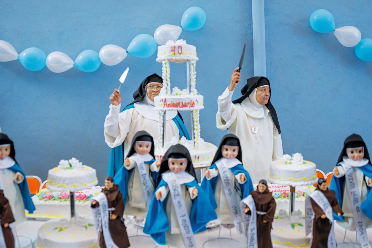 04-nuns-at-dessert-table.adapt.1190.1