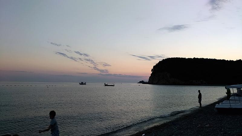 Много моря