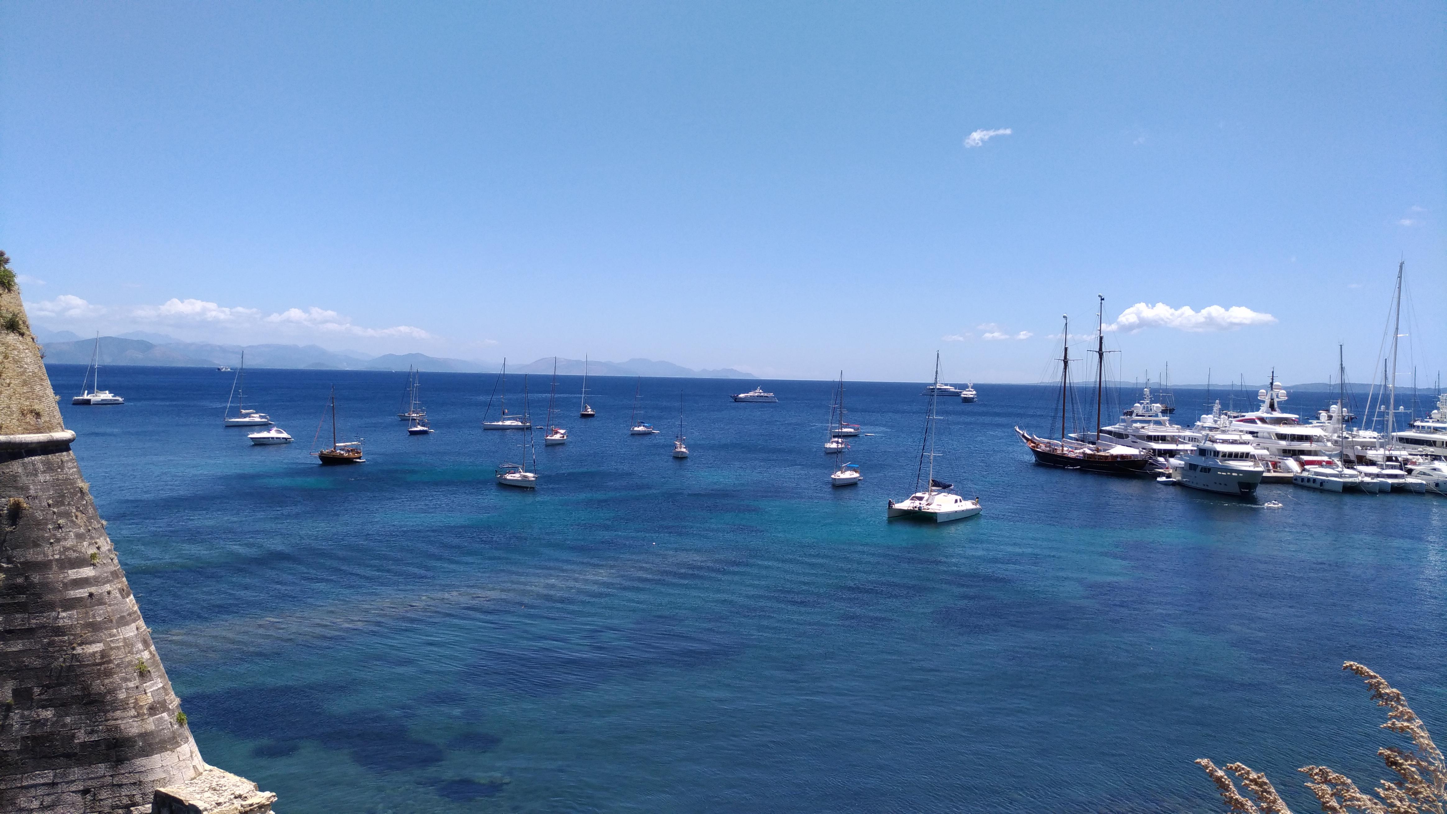 Море вокруг острова Корфу