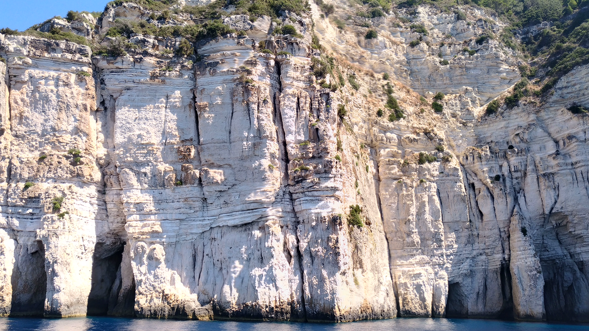 Меловые скалы на юге острова КОрфу