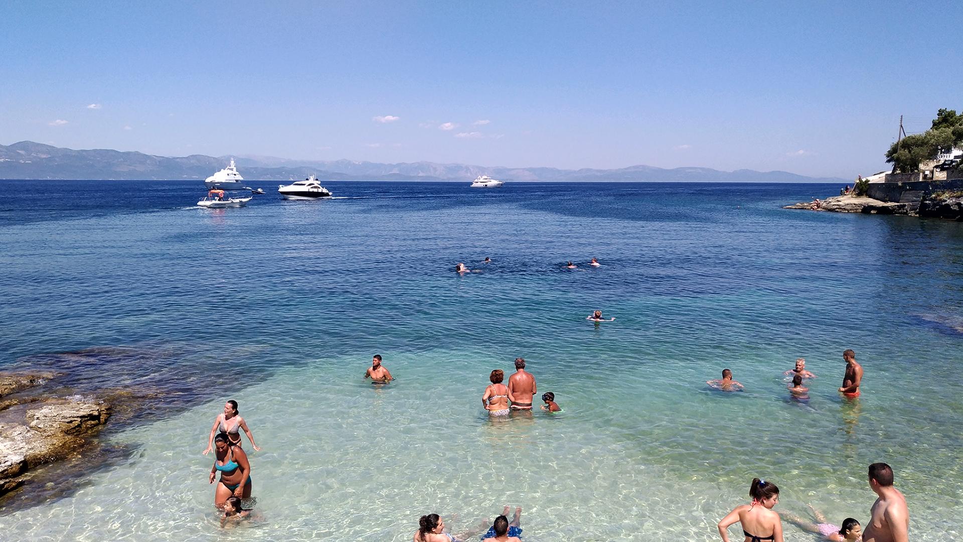 Пляж порта Гайос.